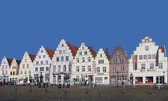 #Marktplatz in #Friedrichstadt, Schleswig-Holstein; Übernachtungen zu Ostern ab 133€/Nacht/Zimmer; Foto: Wolfgang Pehlemann, Lizenz: CC-BY-SA-3.0 (http://creativecommons.org/licenses/by-sa/3.0), Buchung: http://www.easyvoyage.de/hotels/friedrichstadt/ringhotel-aquarium-boddenberg-103836