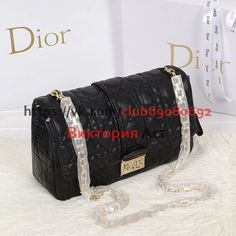 Классическая сумочка — клатч от Dior — Miss Dior. Выполнена из мягкой натуральной телячьей кожи. К ней хочется прикасаться и прикасаться. Культовый узор  «Cannage» отDior. Ремешок аккуратная металлическая цепочка с небольшими звеньями. Благодаря этому сумочку можно носить и на плече и на руке. Вся фурнитура выполнена из металла. Подходит как для офиса, так и...