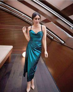 Indian Bollywood, Bollywood Stars, Bollywood Fashion, Actress Aishwarya Rai, Bollywood Actress, Classy Outfits, Beautiful Outfits, Kareena Kapoor Pics, Karena Kapoor