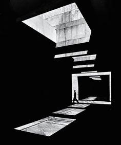 La luz transforma la ciudad de Beirut en estas fotografías en blanco y negro
