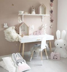 Another beautiful pink and grey toned children's bedroom ........@fabuluxity........Credit: @mykindoflike