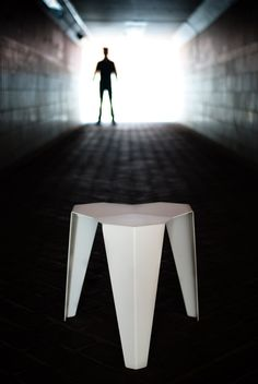 New aluminum stool inspired on the crystalized structure of the Atomium | Photo © Bram De Muynck