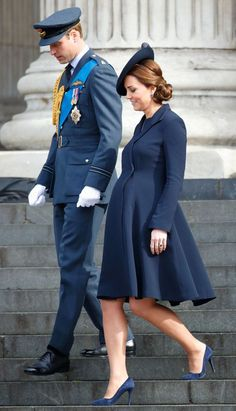 March 2015 — Kate Middleton wore a navy coat to a service at St Paul's Cathedral in London, England while seven months pregnant with Princess Charlotte. Kate Middleton Family, Kate Middleton Prince William, Kate Middleton Style, Prince William And Kate, Celebrity Maternity Style, Maternity Fashion, Pregnancy Fashion, Maternity Dress, Lady Diana