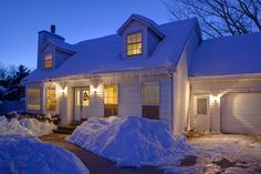 When is the Best Time to Buy or Sell My Home? Is it better or worse to buy or sell a home in the fall/winter months verses the spring/summer months? Home sellers and buyers ask us this question often, and the answer isn't so simple.