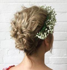 Unique wedding hairstyles, headband hairstyles, updo with headband, flower Curly Wedding Hair, Short Hair Updo, Cute Hairstyles For Short Hair, Curly Hair Styles, Messy Updo, Fun Hairstyles, Messy Hair, Wedding Updo, Hairdos