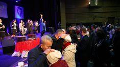 Бог справится даже с неизлечимой болезнью : в Днепре прошло служение исцеления.. 7 января в городе Днепр в церкви «Дверь в Небо» прошло служение исцеления. Получить свое чудо – с таким желанием пришло в церковь значительное количество людей. Команда служителей �