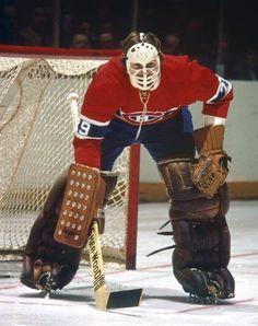 Ken Dryden Ice Hockey Rink, Women's Hockey, Hockey Cards, Hockey Stuff, Montreal Canadiens, Ken Dryden, Hockey Memes, Goalie Mask, Nhl Players