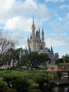Disney World on The Cheap Great tips! Disney World Tips And Tricks, Disney Tips, Disney Love, Disney Magic, Disney Parks, Disney Stuff, Disney 2015, Disneyland Tips, Disney Planning