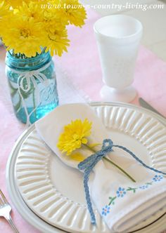 How to stencil napkins for a quick and easy custom look.