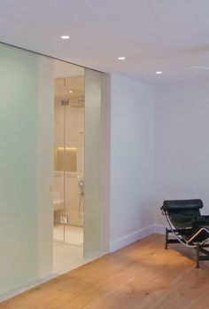SSI frameless sliding entrance door to ceiling with recess sliding track, en-suite bathroom London with frosted glass
