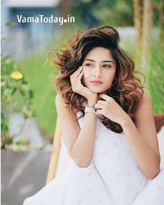 Cute Girl Poses, Cute Girls, Erica Fernandes, Indian Tv Actress, Bridal Makeup Looks, Saree Look, Tv Actors, Cute Girl Photo, Girl Photography Poses