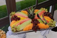 65 Amazing Ideas for Bridal Shower Food Menu - VIs-Wed Fruit Buffet, Wedding Reception Food, Luxury Food, Party Platters, Food Trays, Food Displays, Food Menu, Creative Food, Food Presentation