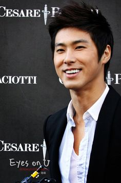 YunHo I'm gonna see this perfection in a couple weeks xjsnndkwnsjqnsn