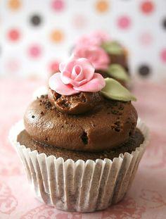 pretty chocolate & pink cupcake