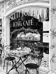 Cafe Black, Best Bakery, Cafe Interior Design, Paris Cafe, Travel Illustration, Paris Apartments, Black And White Pictures, Color Themes, Color Change