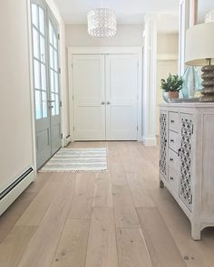 Bold and beautiful entryway featuring our wide plank Ventura Engineered Hardwood Flooring, color is Seashell oak . Wide Plank Flooring, Engineered Hardwood Flooring, Oak Flooring, White Oak Hardwood Flooring, Modern Wood Floors, Wooden Flooring, Style At Home, Hardwood Floor Colors, Decoration Entree
