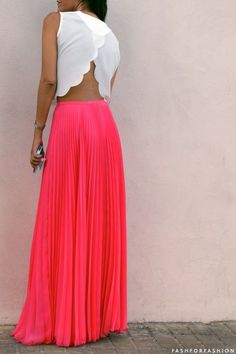 Discover and organize outfit ideas for your clothes. Decide your daily outfit with your wardrobe clothes, and discover the most inspiring personal style Mode Style, Style Me, Vestidos Neon, Coral Maxi, Coral Skirt, Coral Pink, Red Maxi, How To Have Style, Fashion Beauty