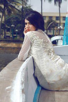 Pakistan fashion. White kurtha.