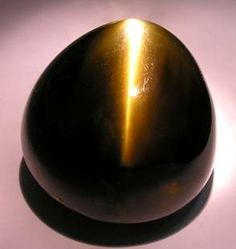 "465 carat cat's-eye chrysoberyl - ""Eye of the Lion"""