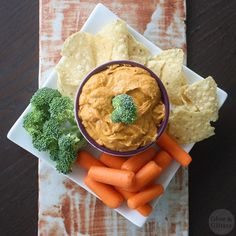This is sort of an old-school vegan queso recipe, and it's still one of my favorites. A classic! Vegan Cheese Recipes, Dairy Free Recipes, Vegan Recipes Easy, Raw Food Recipes, Dip Recipes, Yummy Recipes, Gluten Free, Yummy Food, Sin Gluten