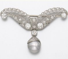 PLATINUM, NATURAL PEARL AND DIAMOND BROOCH, CIRCA 1915 98 diamonds and 1 pearl approx 2.95 cts  10.1 x 8.70 mm, with GIA report stating the pearl is natural in origin and color.