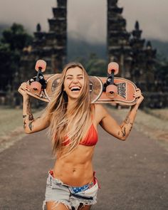An Amusing Batch of 42 Pics and Memes to Help Pass the Time - Funny Gallery Skater Look, Skater Girl Style, Bmx Girl, Skate Girl, Converse Outfits, Skateboard Girl, Skinny Girls, Tumblr Outfits, Looks Style