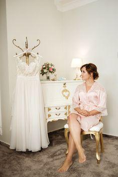 Braut und ihr Kleid - Vorfreude Girls Dresses, Flower Girl Dresses, Wedding Dresses, Fashion, Wedding Day, Dress Wedding, Wedding Bride, Love Story, Flower Girl Gown