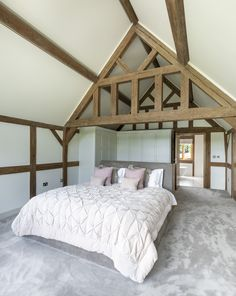 Border Oak vaulted ceiling in bedroom