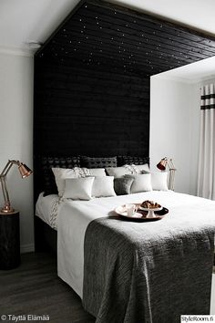 makuuhuone,asuntomessut,sänky,kupari,yöpöytä
