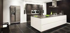 greeploze design keuken met luxe apparatuur: Brugman Keukens More