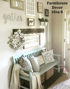 Farmhouse decorating ideas for a small foyer or entryway - Clutter-free Farmhouse Decor Ideas #clutterfree