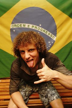 David Luiz. I don't know why, but i'm SEVERELY attracted to him. O.o