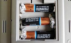 Aluminum Foil Hacks: All the Ways That This Foil Can Change Your Life - Page 3 of 78 Battery Hacks, Life Hacks, Life Tips, Rechargeable Battery Charger, Tips & Tricks, Lead Acid Battery, Pole Dancing, Save Yourself, Helpful Hints