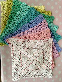 Karen Klarbæks Verden: Skal vi til at hækle servietter igen? Crochet Motif Patterns, Crochet Squares, Crochet Granny, Crochet Yarn, Crochet Kitchen, Crochet Home, Crochet Dishcloths, Crochet Doilies, Tapestry Crochet