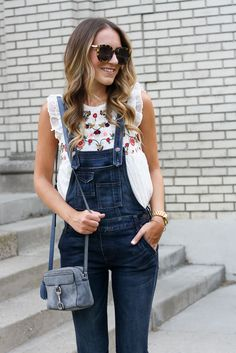 Summer Overalls | Twenties Girl StyleHow to wear overalls | Flutter Sleeve Top with Overalls | Embroidered Top | Free People Overalls | Summer Outfit Idea