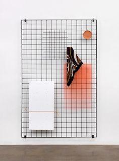 Eva Berendes /// is een kunstenaar gevestigd in Berlijn. Ze gebruikt het Formalisme in haar sculpturen, schilderijen en designproducten. Haar geometrische patronen werkt ze op haar eigen manier uit, abstract en modern.