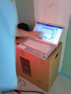 A l'aide d'un ordinateur muni d'un logiciel spécialisé, calcul de l'indice de perméabilité à l'air d'une construction neuve ou rénovation