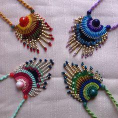 Colgantes dif colores Macrame Colar, Macrame Earrings, Micro Macrame, Macrame Jewelry, Beaded Bracelets, Earring Tutorial, Bracelet Tutorial, Beaded Jewelry Designs, Handmade Jewelry
