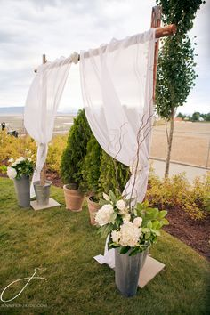 Flowers and decorations by Petal & Kettle  Photo by Jennifer Jayde Photography  Located at The Beach Club Resort