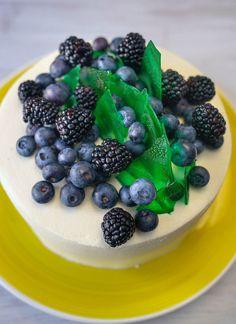 Tort SMARALD. Inelul pus într-o poveste - Ciocolată Şi Vanilie Blackberry, Acai Bowl, Mousse, Deserts, Fruit, Breakfast, Acai Berry Bowl, Morning Coffee, Blackberries