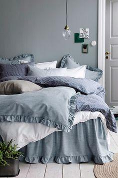 Ellos Home Påslakanset Erin i denim Bedroom Inspo, Bedroom Colors, Home Bedroom, Bedroom Decor, Hm Home, Romantic Room, Interior Decorating, Interior Design, New Room