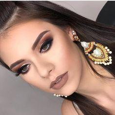 How to Wear Bright Make-up When You're Over 40 Glam Makeup, Hd Makeup, Neutral Makeup, Airbrush Makeup, Party Makeup, Makeup Inspo, Bridal Makeup, Wedding Makeup, Makeup Tips