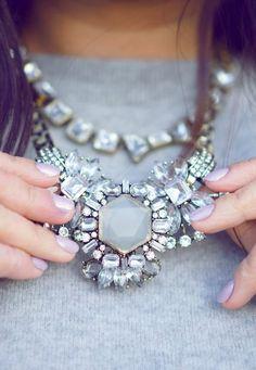 Idée et inspiration Bijoux :   Image   Description   jeweled statement necklace