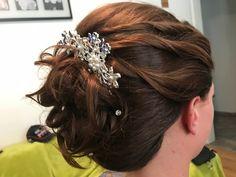 #fest #hochzeit #wedding #hochstecken #coiffurecitylangenthal Hold On, Hair Styles, Friday, Wedding, Fashion, Hairstyle, Deco, Nice Jewelry, Weddings
