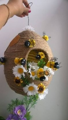 How to make beehive of twine ~ Crazzy CraftLearn how to make beehive using twine. This hive is a great luxury decor and cuisine, and to give and how to hack into a kindergarten or school.DIY Beehive made around balloonBeehive for - The Jute Crafts, Handmade Crafts, Diy And Crafts, Crafts For Kids, Arts And Crafts, Handmade Headbands, Handmade Rugs, Deco Nature, Bee Party