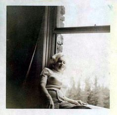 Rare Marilyn Monroe photo . In the Banff Springs Hotel in Banff Alberta , Canada 1953. Taken by Joe DiMaggio