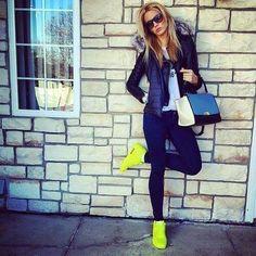 75683a02c16025 Chaussures De Course Nike, Chaussures Nike, Veste Verte, Tenue Adidas,  Lunettes De