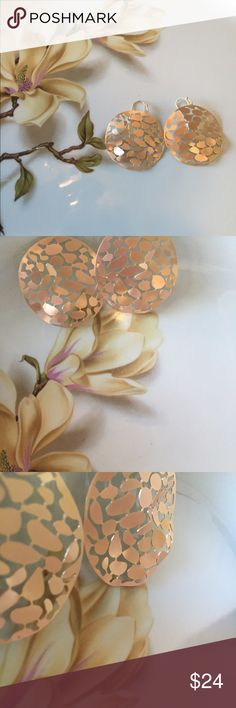 Pretty Matte gold hammered round earrings Pretty Matte gold hammered round earrings w/3 dimensional appearance, perfect pair that can be worn with any outfit! Farah Jewelry Jewelry Earrings