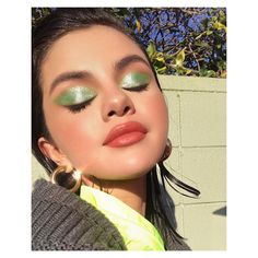Green Eyeshadow Is A Major Spring Trend Selena Gomez makeup looks Makeup Trends, Makeup Inspo, Makeup Art, Makeup Inspiration, Makeup Ideas, Makeup Tips, Easy Makeup, Simple Makeup, Makeup Quiz