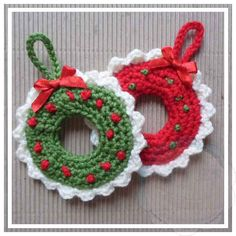 Christmas Wreath Tree Ornament This pattern was part of 2015 October 31 Days of Handmade Christmas Ornaments! Christmas Crocheted Wreath Tree Ornament SKILL LEVEL: Easy Basic stitches, simple shaping and finishing. SIZE: Approx 8,5 cm x 8,5 cm MATERIALS: Yarns: Small amounts of double knitting/light worsted yarn in red, green and white Hooks & Notions: Size 3.50 mm Yarn Needle GAUGE: Tension/Gauge is not necessary…